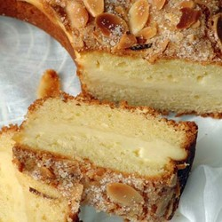 Cream cheese cake with almonds 4