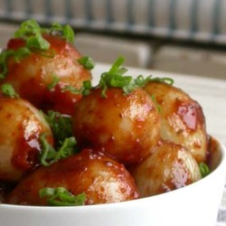 Caramelised pearl onions with sweet chilli chutney
